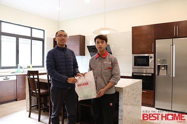 Tủ bếp gỗ óc chó – Tri ân khách hàng và bảo trì công trình tủ bếp nhà anh Hiếu – Quảng Ninh thumbnail