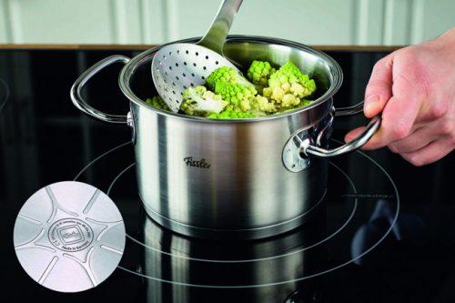 Đáy nồi 3 lớp Bộ nồi 5 món Fissler Original Pro việc truyền giữ nhiệt được đảm bảo, thức ăn chín đều, ngon hơn và tiết kiệm thời gian nấu nướng.