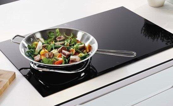 Bếp từ là loại bếp được chế tạo trên nguyên lý từ trường trong cuộn dây