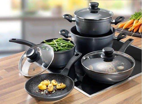 Sở dĩ cần mua bộ xoong nồi dùng cho bếp từ sử dụng cho bếp từ là bởi bếp từ hoạt động theo nguyên lý khá đặc biệt