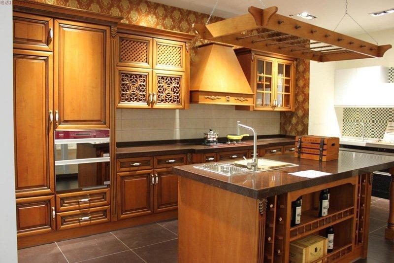 Tủ bếp gỗ thiết kế theo phong cách bán cổ điển
