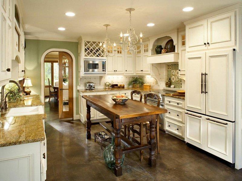 Tủ bếp gỗ thiết kế theo phong cách Louis Pháp