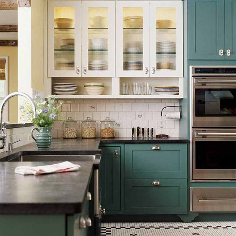 Tủ bếp gỗ phủ sơn màu