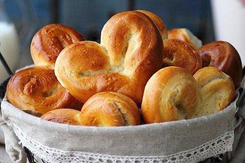 Cách làm bánh mì trái tim cho ngày Valentine post image