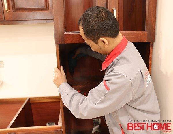 Tủ bếp gỗ hương đỏ – Hoàn thiện thiết bị công trình nhà anh Trường – Trung Yên thumbnail
