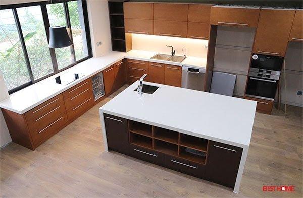 Tủ bếp gỗ Veneer – Hoàn thiện dự án không gian bếp nhà chị Thủy – Splendora, Bắc An Khánh, Hà Nội. thumbnail