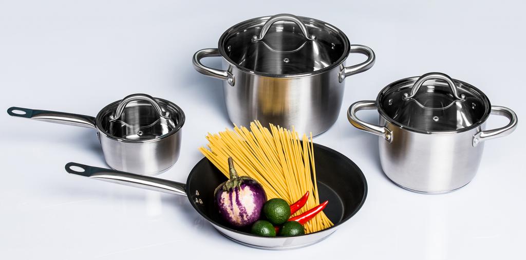 Xoong nồi dùng cho bếp từ thường được sử dụng những chất liệu bằng gang, inox…để có thể sử dụng được cho bếp từ