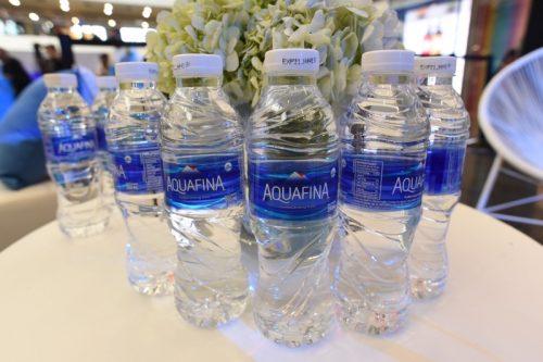 Nên uống nước suối tinh khiết hay nước khoáng? thumbnail