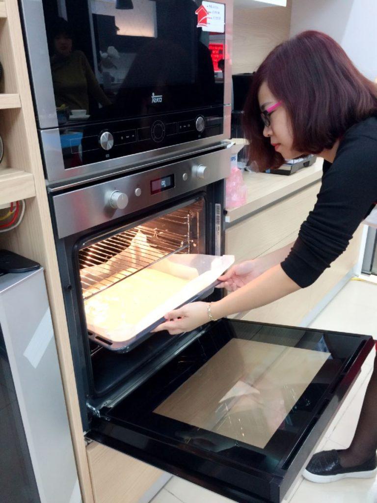 Sau đó đem nướng với lò Elica ở nhiệt độ 160 độ C trong vòng 20 phút